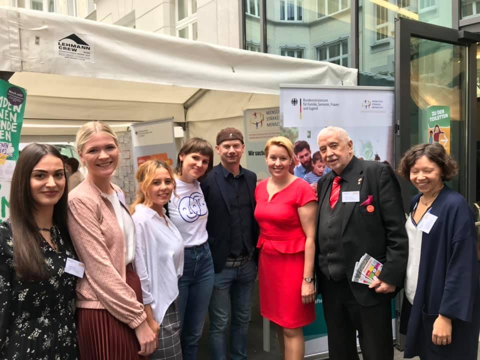 Mit Franziska Giffey am Stand von Menschen stärken Menschen in Berlin